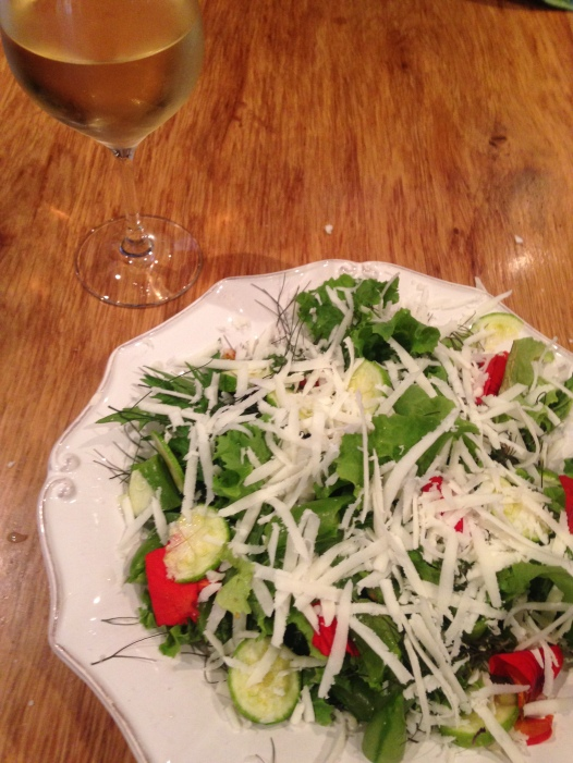 Garden salad with Halloumi